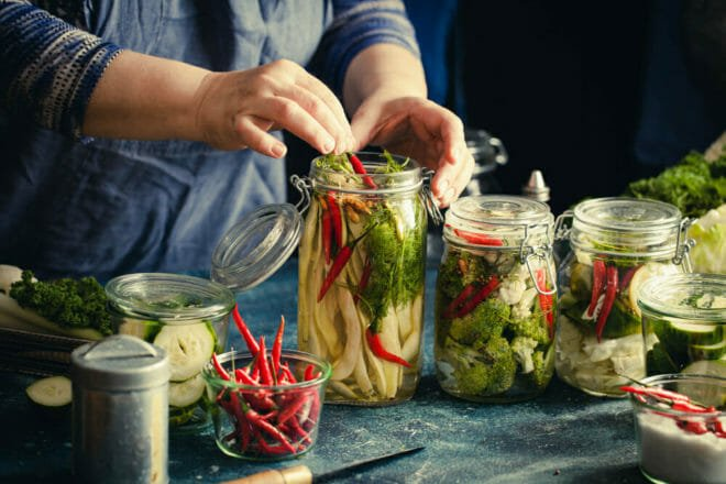 Photo of Tutte le virtù dei sottaceti: un metodo di conservazione di ortaggi e verdure da riscoprire