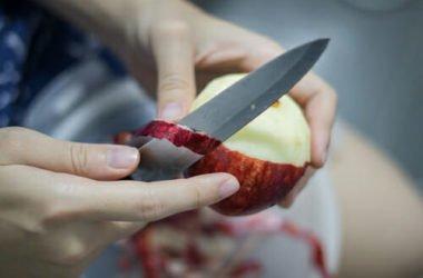 E' consigliabile mangiare la frutta con la buccia o senza? Ecco come regolarsi
