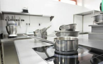 Alcune facili soluzioni per pulire l'acciaio inox in modo naturalmente efficace