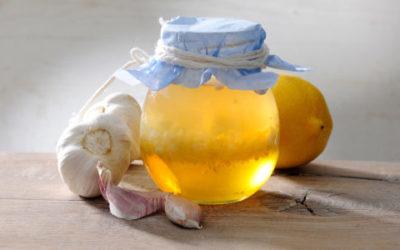 Alcol d'aglio: come fare in casa l'insetticida naturale a base di aglio