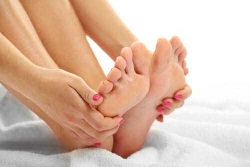 Photo of Risolviamo il problema dei piedi secchi con una crema fai da te