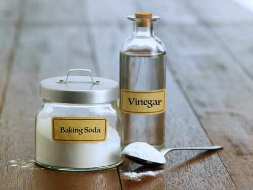 Photo of Usare aceto e bicarbonato per pulire tutto quello che c'è in casa: la guida facile
