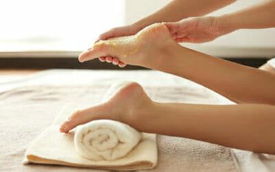Come fare uno scrub per i piedi con ingredienti naturali