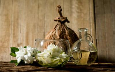 Cura del corpo e dei capelli con l'olio di monoi, la pianta simbolo di Tahiti