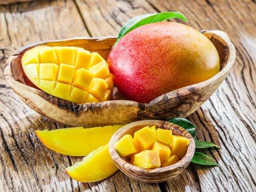 Photo of Le proprietà del mango, le ricette più buone e la guida per tagliarlo facilmente