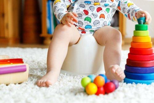 Rimedi contro la stitichezza nei bambini: educare all'uso del vasino