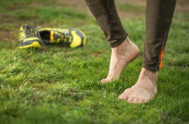 I benefici (e i rischi) del barefoot running, ovvero correre a piedi nudi