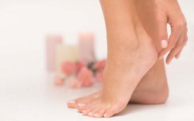 Per avere piedi sani e belli bisogna prendersene cura. Ecco i rimedi per i piccoli problemi comuni delle nostre estremità!
