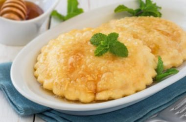 Come preparare le seadas, il dolce tipico della Sardegna, che origini hanno e da dove deriva il nome