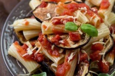 La pasta alla Norma, tradizione culinaria siciliana, esaltazione dei sapori mediterranei