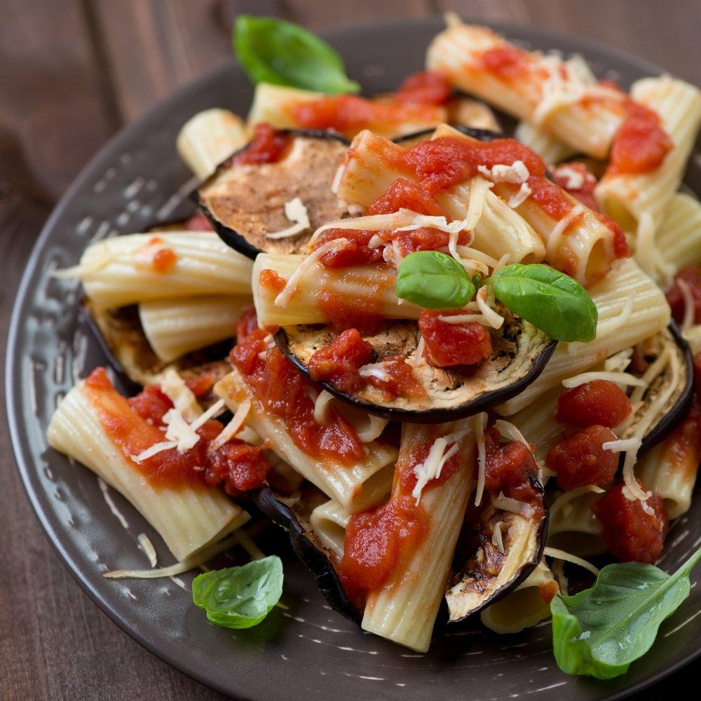 Photo of La pasta alla Norma, tradizione culinaria siciliana, esaltazione dei sapori mediterranei