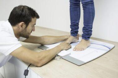 Chi è e quando serve il podologo, il medico del piede: la guida pratica