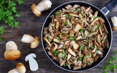 Un piatto gustoso per condire i primi e accompagnare i secondi: come fare i funghi trifolati