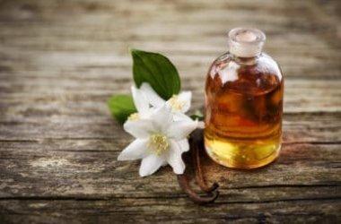 Le proprietà dell'olio essenziale di vaniglia, utile per la cura del corpo, ma anche in campo alimentare