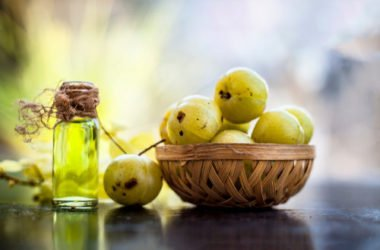 Scopriamo l'amla, l'uva spina indiana, un alleato per la bellezza e un rimedio naturale della tradizione ayurvedica