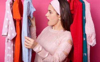 Consigli e trucchi per eliminare le macchie di colla dai vestiti, tra le macchie più difficili