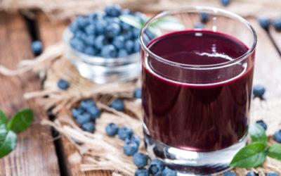 Tutto quello che c'è da sapere sul succo di mirtillo, un vero concentrato di salute