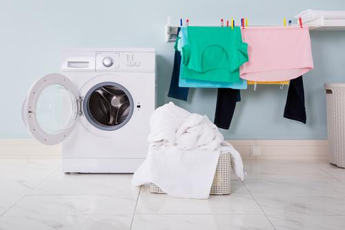 Sai come stendere i panni correttamente? La guida facile per ogni tipo di bucato