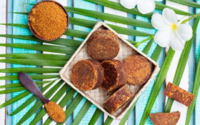 Tutto sullo zucchero di palma: da quale varietà deriva e come utilizzare questo zucchero dal sapore caramellato e il colore scuro dei fiori