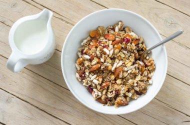 2 ricette per farsi il muesli in casa: quella tradizionale e quella del muesli croccante