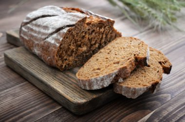 Una ricetta senza tempo: quella del pane di segale, il pane nero di montagna