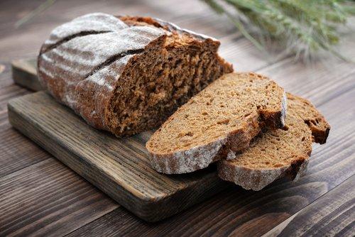 Photo of Una ricetta senza tempo: quella del pane di segale, il pane nero di montagna