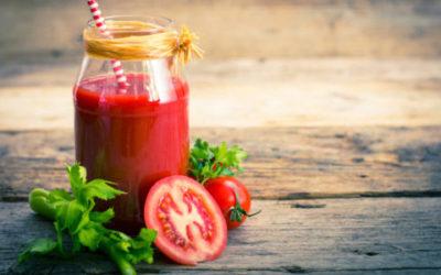 Rinfrescante e dissetante, il succo di pomodoro non è solo un cocktail, ma anche un rimedio per la pelle
