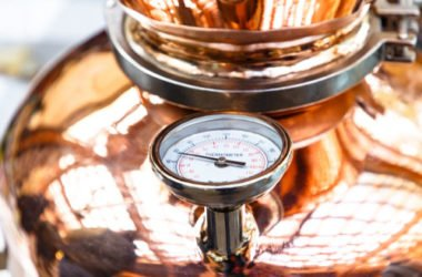 Come funziona la distillazione, un'antica tecnica per ricavare diversi prodotti