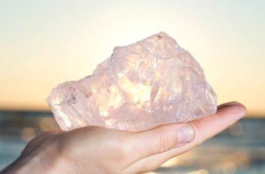 Quarzo rosa: la pietra della femminilità e dell'amore puro, simbolo di fertilità