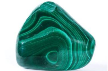 Tutto sulla malachite, una pietra verde che allontana le negatività e dà nuova energia