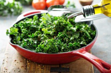 Ecco il cavolo riccio o kale, una verdura ricca di proprietà antiossidanti, sali minerali, vitamina C