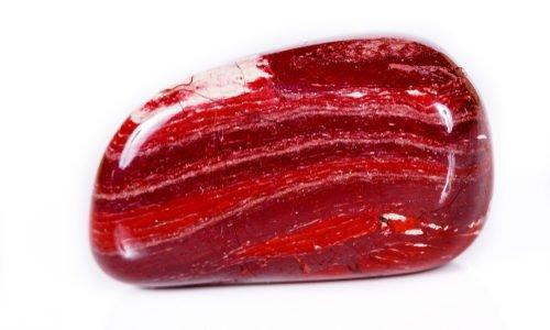 Photo of Tutto sul diaspro rosso in cristalloterapia, la pietra che favorisce la circolazione e dona risolutezza