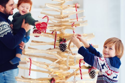 Photo of 10 idee di albero di Natale fai da te: in materiale riciclato, in cartone, in plastica…