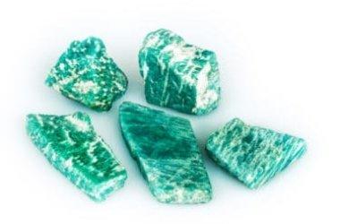 Tutto sull'amazzonite, la pietra verde per trovare sicurezza e fiducia in sé, simbolo della forza femminile