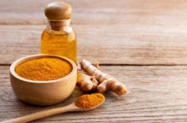 Guida all'olio di curcuma, come utilizzarlo in cucina e in cosmesi per pelle e capelli