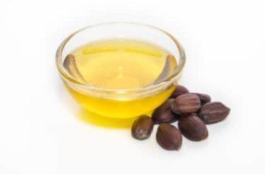 Scopriamo insieme l'olio di jojoba, tutti i benefici e gli utilizzi in cosmesi naturale