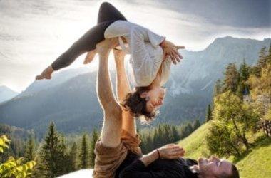Acroyoga, tutto sulla disciplina che unisce yoga, ginnastica acrobatica e massaggio thailandese