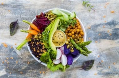 Alla scoperta delle Buddha bowl, un pasto sano ed equilibrato di origine vegetariana