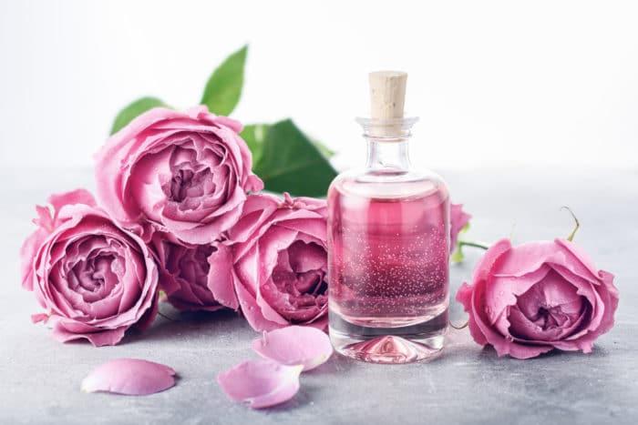 acqua profumata di rose